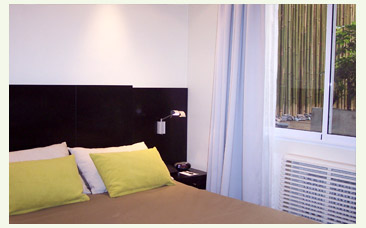 Un dormitorio de estilo moderno