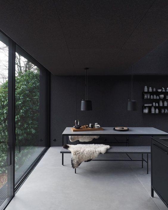 Una Habitación Pintada Con Colores Oscuros