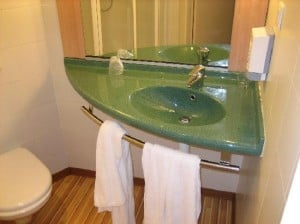 Lavabo de esquina para el baño