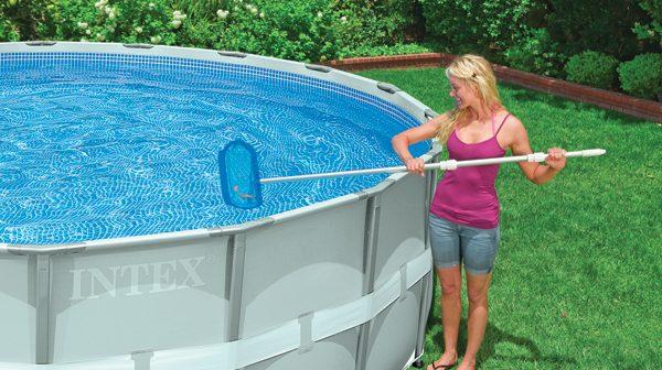 Limpiar la pileta herramientas manuales y autom ticas for Como mantener una piscina limpia