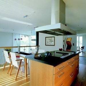 Cuidado y mantenimiento de tablas de cortar en islas de for Cocinas modernas con isla central y desayunador