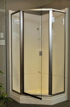 Las puertas de vidrio para ducha superan a las cortinas for Puertas de cristal para duchas