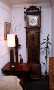Relojes antiguos como complemento de decoración.