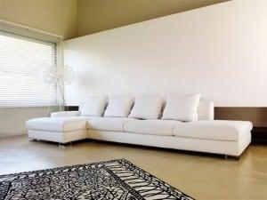 La ubicación del sofa.