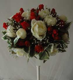 Ramo de flores artificiales.