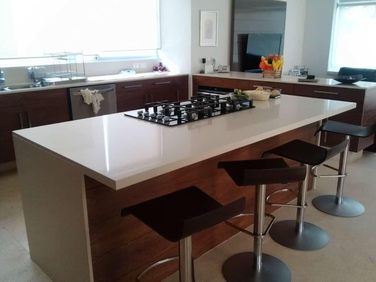 10 consejos tiles para elegir mesadas de cocina de m rmol - Encimeras de cocina materiales ...