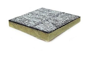 Instalando cer micos ac sticos de techo en la sala de - Materiales aislantes acusticos ...