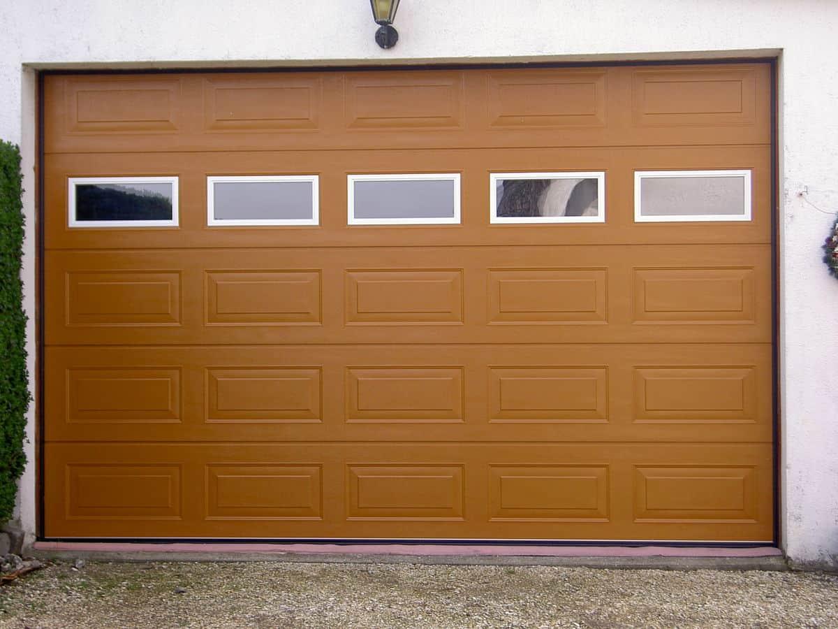 Precausiones de seguridad con la puerta automática del garage ...