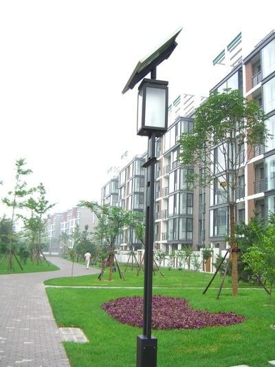 Instalando energ a solar en su casa for Lampara solar pared exterior