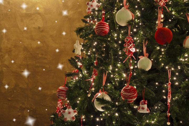4 consejos para embellecer su árbol navideño - VisitaCasas.com