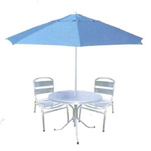 7 claves para elegir una sombrilla para su patio for Mesas con sombrilla para exterior