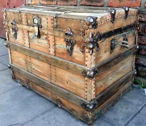 Decoraci n con ba les de cedro - Baules baratos madera ...