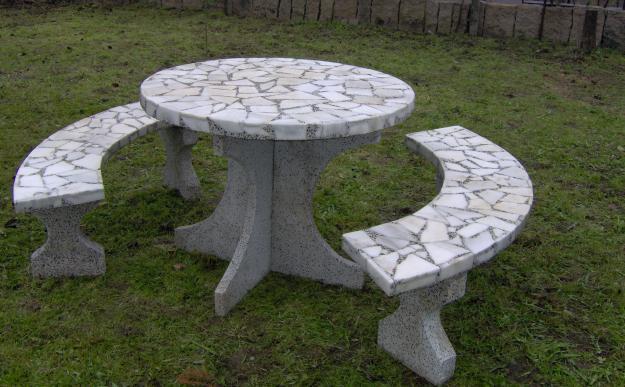 7 mesas de jard n indispensables para el verano for Mesas de marmol y granito